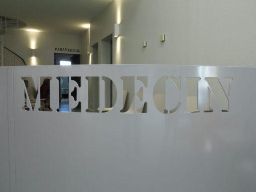 SALLE D'ATTENTE D'UN CABINET MÉDICAL